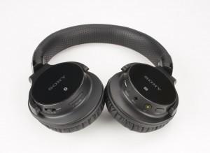 Dessous des oreillettes du Sony