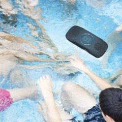 Monster Superstar BackFloat, l'enceinte qui flotte dans la piscine !